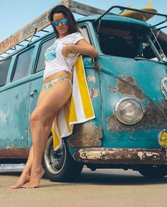 Old VW's and girls. stuff I find and repost Volkswagen Minibus, Volkswagen Transporter, Vw T1, Bus Vw, Bus Camper, Combi Vw T2, Kombi Hippie, Bus Girl, Vw Vintage