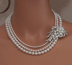 He encontrado este interesante anuncio de Etsy en https://www.etsy.com/es/listing/162070978/collar-perla-nupcial-rhinestone-blanco