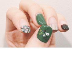 ちっちゃい猫たちが愛おしい . #nail #ネイル #ショートネイル #kolmiolim #古場 Modern Nails, Blanket Cover, Cute Nails, Instagram Posts, Tips, Finger Nails, Pretty Nails, Counseling
