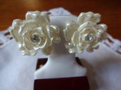 Vintage Creamy White Flower Flower Screw Back Earrings with Rhinestone | SelectionsBySusan -  on ArtFire