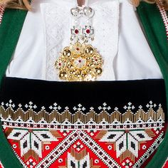 Norwegian national costume Bunad - Kaleidoscope effect Scandinavian Embroidery, European Costumes, How To Wear Rings, Hardanger Embroidery, Folk Fashion, Bridal Crown, Folk Costume, Norway, Vikings