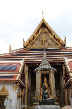 Story Citra: Enjoy Discover The Golden Temple Bangkok Grand Palace Bangkok, Happy Stories, Golden Temple, Capital City, Hotel Reviews, Thailand Travel, Big Ben, Tours, House Styles