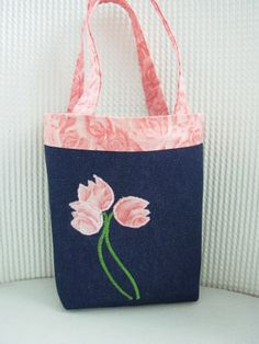 Child's Tote Bag with applique flowers - navy and pink Denim Tote Bags, Denim Purse, Bag Patterns To Sew, Tote Pattern, Fabric Gift Bags, Jute Bags, Linen Bag, Bag Making, Purses And Bags