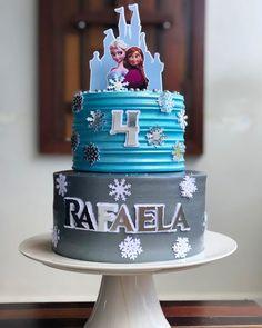Bolo Frozen, Frozen Cake, Frozen Treats, Frozen Birthday Party, Frozen Party, Bolo Drip Cake, Drip Cakes, Pirate Ship Cakes, Sweet Corner