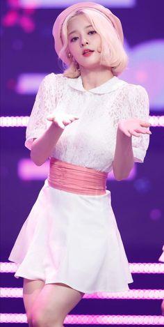Cute Korean Girl, Asian Girl, Lovelyz Mijoo, Stage Outfits, Kawaii Girl, Nayeon, Kpop Girls, My Idol, Cute Girls