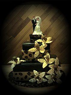 Leopard print wedding cake<3