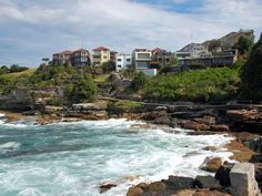 6-km coastal cliff walk from Bondi to Coogee in the Sydney suburbs