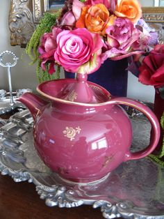 1940's maroon deco teapot..I have one of these, it was my moms <3 it