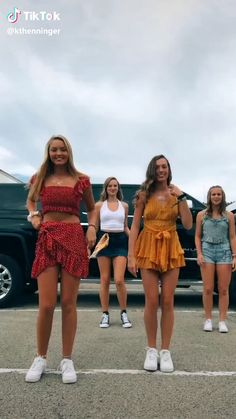 tik tok bailes Some of my friends did this! Dance Music Videos, Dance Choreography Videos, Dance Moms Videos, Funny Short Videos, Funny Video Memes, Beste Gif, Cool Dance, Tic Tok, Embarrassing Moments