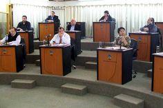Concejales harán una enérgica declaración en respaldo a la Ley Corta http://www.ambitosur.com.ar/concejales-haran-una-energica-declaracion-en-respaldo-a-la-ley-corta/ El bloque de concejales del Frente para la Victoria vino delineando en las últimas horas los términos de un documento que se propone sacar con la unanimidad del cuerpo, reclamando firmemente se conserve la integridad de la Ley Corta de los Hidrocarburos, y el auténtico Marco Regulatorio del Petróleo y