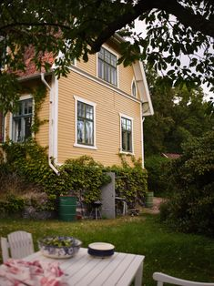 Historiska hem Bradford, Home Fashion, Exterior Design, Future House, Outdoor Gardens, Places To Go, Shed, Villa, Outdoor Structures