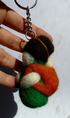 Special gift for babywearers: hand felted babywearing mama keyring available in different colors/designs from HappyCrafts1 on Etsy.