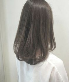What kind of hair color is popular in autumn and winter? Haircuts Straight Hair, Haircuts For Medium Hair, Medium Hair Cuts, Medium Hair Styles, Curly Hair Styles, Kpop Hair Color, Korean Hair Color, Short Hair Korean Style, Korean Medium Hair