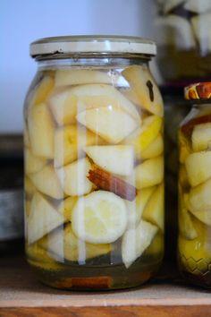Zpracování hrušek, aneb jak na jednoduchý hruškový kompot. – Greenwayfood Pickles, Cucumber, Food, Lemon, Essen, Meals, Pickle, Yemek, Zucchini