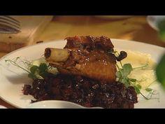 Rączka gotuje - golonko z indyka z purée czosnkowym, schabowe sakiewki z oscypkiem - YouTube Steak, Youtube, Food, Essen, Steaks, Meals, Youtubers, Yemek, Youtube Movies