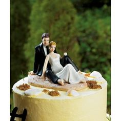 I don't want a beach wedding, but look at this cute topper!