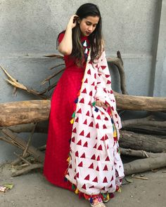 Buy The Secret Label Pink Cotton Printed Salwar Suit online in India at best price.Shop online Red tasseled tunic with dupatta by Tie & Dye Tale Set of red tunic with white printed dupatta. White Maxi Dresses, Simple Dresses, Indian Attire, Indian Wear, Pakistani Outfits, Indian Outfits, Ethnic Fashion, Indian Fashion, White Salwar Suit