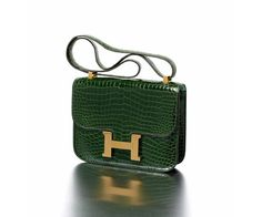 Les sacs Hermès aux enchères à Monaco http://www.vogue.fr/mode/news-mode/diaporama/les-sacs-hermes-aux-encheres/14345#!hermes-paris-made-in-france-sac-quot-constance-quot-en-crocodile-porosus-vert-anglais