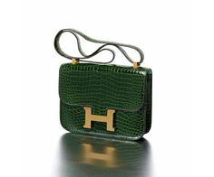 Les sacs Hermès aux enchères à Monaco http://www.vogue.fr/mode/news-mode/diaporama/les-sacs-hermes-aux-encheres/14345#!hermes-paris-made-in-france-sac-quot-constance-quot-en-crocodile-porosus-vert-anglais
