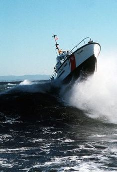 USCG 44 Motor Life Boat catching some air. No doubt the landing was rough. We had a 44 MLB in Ketchikan. Coast Guard Boats, Coast Guard Ships, Coast Gaurd, Great Lakes Ships, Coast Guard Cutter, Sports Nautiques, Rivage, Abandoned Ships, Search And Rescue