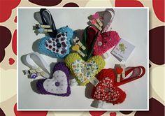 Receitinha de coração em tricô lá no blog: http://miauartes.blogspot.com.br/ #artesanato