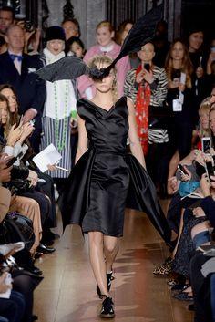 Giles Deacon Spring 2014 Ready-to-Wear Fashion Show - Cara Delevingne Cara Delevingne, Spring 2014, Spring Summer, Summer 2014, Vogue Fashion, Fashion Show, High Fashion, London Girls, Vogue Mexico