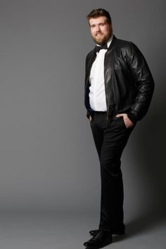 Do male plus-size models exist? Yes! Take a look at Zach, the first plus-size model representing men! Check his stats and shoot photos!