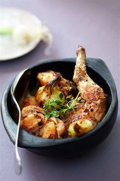 Larousse Cuisine - Cocotte de lapin aux oignons
