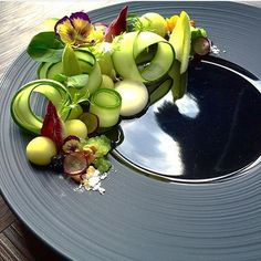 [ Waldorf Salad ] - Gin infused cucumber, compressed apple, celery caviar, endive, baby spinach, grapes, walnut, raisins, & yoghurt-tarragon dressing sphere. ✅ By - @royalebrat ✅ #ChefsOfInstagram ➡️ Join us at www.ChefsOF.com ⬅️