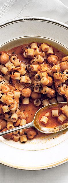 Chickpeas and Garlic-Rosemary Oil Ditalini with Garlic and Rosemary recipe: This hearty Italian soup just happens to also be vegan.Ditalini with Garlic and Rosemary recipe: This hearty Italian soup just happens to also be vegan. Veg Recipes, Italian Recipes, Vegetarian Recipes, Cooking Recipes, Healthy Recipes, Healthy Eats, Pasta Recipes, Healthy Foods, Vegan Soups