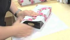 Creative Ideas - DIY Perfect Gift Wrapping in 15 Seconds Japanese Gift Wrapping, Japanese Gifts, Present Wrapping, Wrapping Ideas, Christmas Wrapping, Christmas Crafts, Christmas Presents, Gift Wrapping Techniques, Crochet Phone Cases