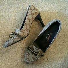 Gucci Canvas Pumps Authentic. Interlocking G canvas chain front classic pump. Runs small. gucci Shoes Heels