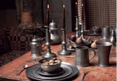 Pewter serve ware for medieval themed dinners Decor, American Decor, Country Decor, Colonial Decor, Primitive Decorating Country, Colonial Kitchen, Prim Decor, Primitive Home, Colonial Style