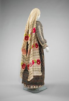 Looks more Hebraic then Roman. Ensemble Date: fourth quarter century Culture: Romanian Medium: cotton, wool, metal, wool Traditional Fashion, Traditional Dresses, Popular Costumes, Costumes Around The World, 1800s Fashion, Folk Embroidery, Costume Collection, Ethnic Dress, Folk Costume