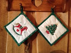 2 Vintage Christmas Pot Holders by KoopsKountryKalico on Etsy, $9.99