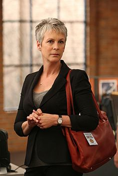 Samantha Ryan (Jamie Lee Curtis) in a photo from the February 2012 episode of NCIS. Short Hair Cuts For Women, Short Hair Styles, Cecilia Garcia, Ncis Tv Series, Tony Curtis, Jamie Curtis, Janet Leigh, Aging Gracefully, Grey Hair