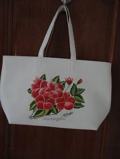 Pintura en tela: BOLSO Hand Painted Fabric, Painted Bags, Hand Painted Canvas, Hand Embroidery Design Patterns, Jean Crafts, Backdrop Design, Mandala Drawing, Jute Bags, Elements Of Art
