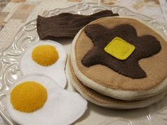 DIY felt food. - i like these pancakes