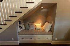 Interieurideeën | wat een leuke oplossing...een lekker leesplekje onder de trap Door Rensje89
