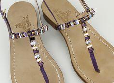 Dea Sandals Capri sandali capresi fatti a mano. nuance di viola/lilla per il modello infradito Punta Campanella. www.deasandals.com shop online
