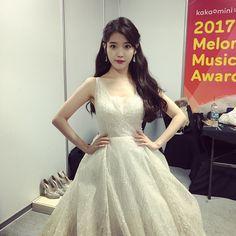 It was a graceful night Kpop Girl Groups, Kpop Girls, Iu Twitter, Snsd Yuri, Oppa Gangnam Style, Bts Girl, Korean Celebrities, Kpop Fashion, Korean Actresses