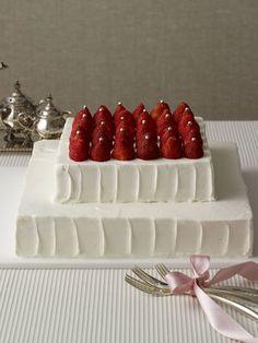 ウェディングケーキ Pie Wedding Cake, Pretty Wedding Cakes, Gift Cake, Japanese Sweets, Party Treats, Fancy Cakes, Cute Food, Cupcake Cakes, Cake Decorating