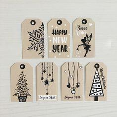 Items similar to Etiquette Noël kraft / blanc - lot de 7 pcs + corde lin on Etsy Christmas Card Crafts, Christmas Gift Wrapping, Christmas Gift Tags, Xmas Cards, Xmas Gifts, Diy Cards, Christmas Decorations, Christmas Ideas, Handmade Gift Tags