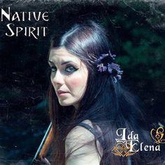 Bewertung: 8/10 Ida Elena de Razza ist eine Singer/Songwriterin aus der italienischen Hauptstadt Rom. Vielen ist sie sicherlich bekannt als Sängerin der griechischen Symphonic Metal Band Bare Infin…