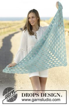 Free Pattern Calandria by DROPS Design Crochet shawl with fan pattern in DROPS Baby Merino and DROPS Brushed Alpaca Silk, worked top down.