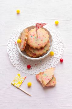 ooohhh - sprinkle cookies with party flags