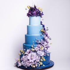 Beautiful Royal Wedding Cake dressed in Gumpaste Sugarflowers