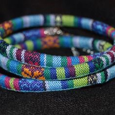 Bracelet multirangs cordon tissé ethnique bleu