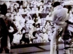 Elvis on stage at the Hilton in august 14 1970.