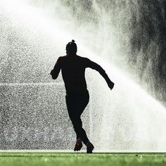 Not hard to guess who this is training ahead of this weeks international fixtures #topknot Photo @fifaworldcup . . . #footydotcom #fcfc #footy #footballboot #soccercleats #football #soccer #futbol #futbolsport #cleatstagram #totalsocceroffical #fussball #bestoffootball #rldesignz #garethbale #bale #wales #realmadrid #halamadrid #adidas #adidasuk #adidasfootball #adidassoccer #firstneverfollows #x16 #training #footballgame #soccergame
